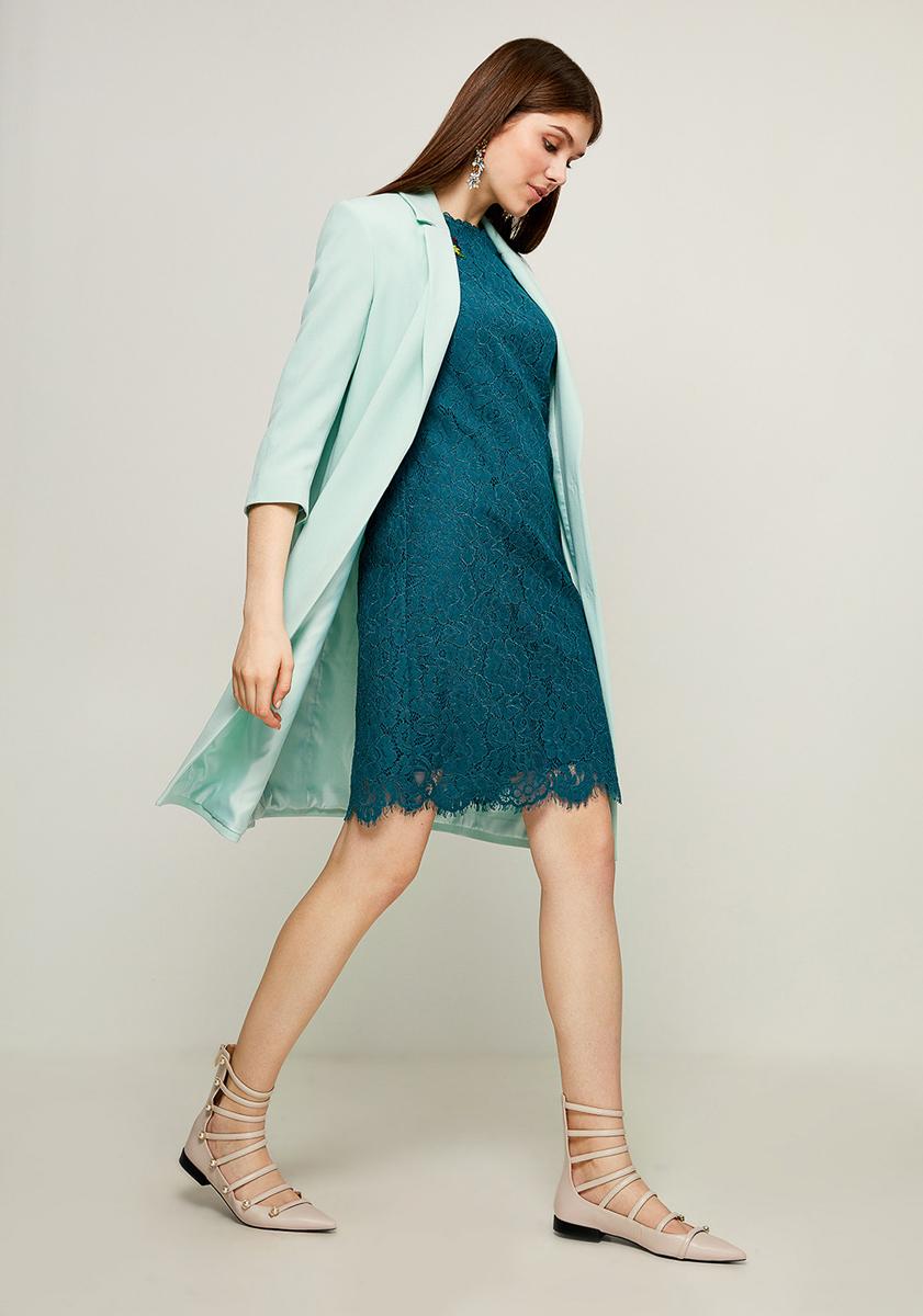 Платье Zarina, цвет: темно-зеленый. 8123007507017. Размер 488123007507017Стильное платье от Zarina выполнено из ажурного гипюра. Модель прямого кроя с короткими рукавами до локтя и круглым вырезом горловины на спинке застегивается на потайную молнию.