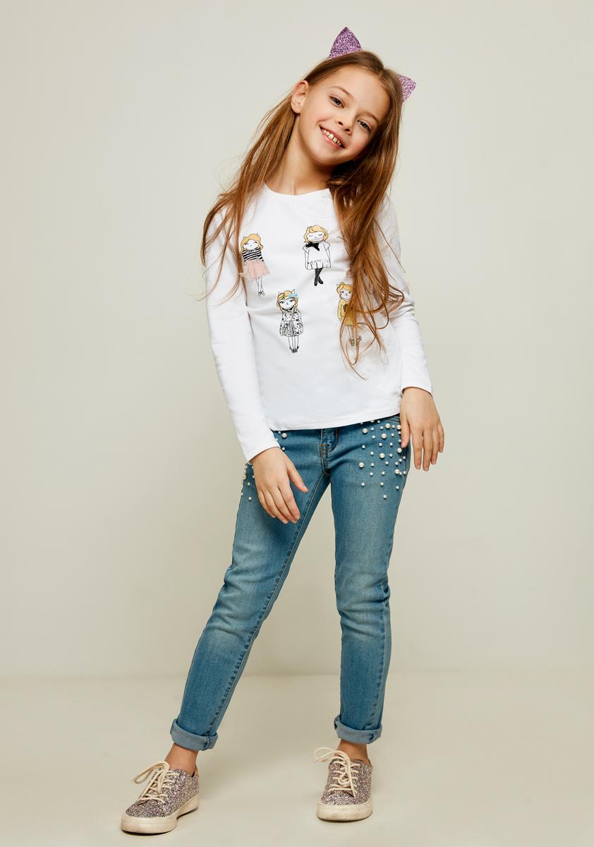 Лонгслив для девочки Zarina, цвет: белый. 8122512412001D. Размер 1408122512412001DЛонгслив для девочки Zarina идеально подойдет вашей моднице. Модель прямого кроя с длинными рукавами и круглым вырезом горловины оформлена принтом.