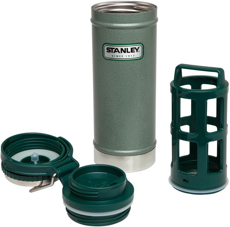 """Термос Stanley """"Classic"""" -  компактный вакуумный термос объемом 470 мл для заваривания кофе и чая. Удерживает тепло - 4 часа, холода - 5 часов, напитки со льдом - 20 часов. Крышка с интегрированной откручивающейся пробкой для сухого кофе или чая и питьевой системой непроливайка. Пресс для отжима заварки и кофейной гущи. Корпус и внутренняя колба из нержавеющей стали. Наружное покрытие - абразивостойкая эмаль. Складывающаяся ручка с возможностью крепления к рюкзаку. Гарантия - пожизненная"""