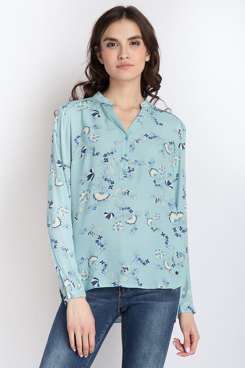 Блузка женская Finn Flare, цвет: бирюзовый. B18-12079_136. Размер M (46)B18-12079_136Стильная женская блуза Finn Flare, выполненная из 100% вискозы, подчеркнет ваш уникальный стиль и поможет создать оригинальный женственный образ.Блузка с длинными рукавами и V-образным вырезом горловины оформлена изысканным принтом. Модель застегивается на пуговицы на груди, манжеты рукавов также дополнены пуговицами. Такая блузка идеально подойдет для жарких летних дней. Такая блузка будет дарить вам комфорт в течение всего дня и послужит замечательным дополнением к вашему гардеробу.
