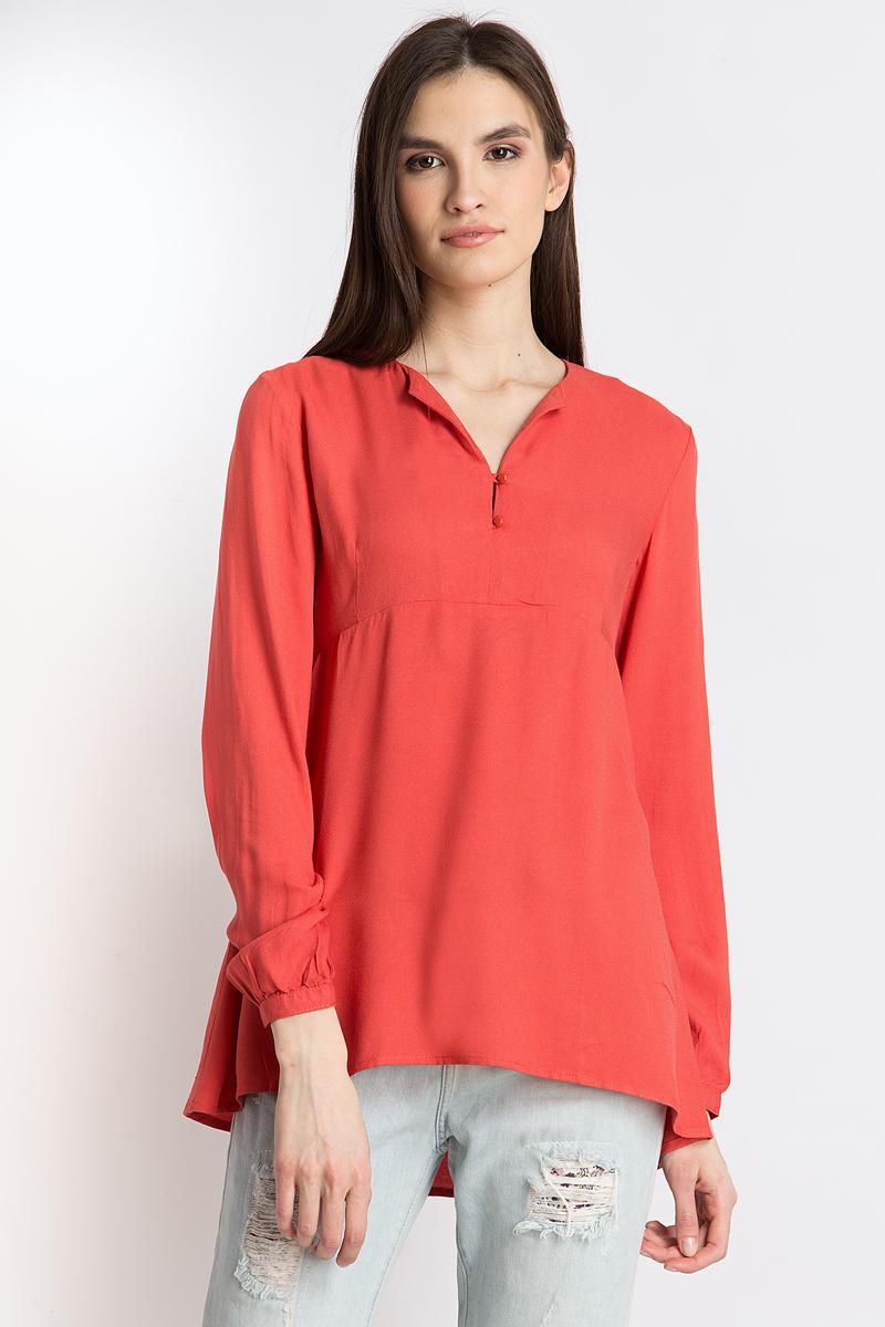 Блузка женская Finn Flare, цвет: красный. B18-12052_328. Размер L (48)B18-12052_328Стильная женская блуза Finn Flare, выполненная из 100% вискозы, подчеркнет ваш уникальный стиль и поможет создать оригинальный женственный образ. Блузка с длинными рукавами и V-образным вырезом горловины оформлена изысканным принтом. Модель застегивается на пуговицы, манжеты рукавов также дополнены пуговицами. Такая блузка идеально подойдет для жарких летних дней.Блузка будет дарить вам комфорт в течение всего дня и послужит замечательным дополнением к вашему гардеробу.