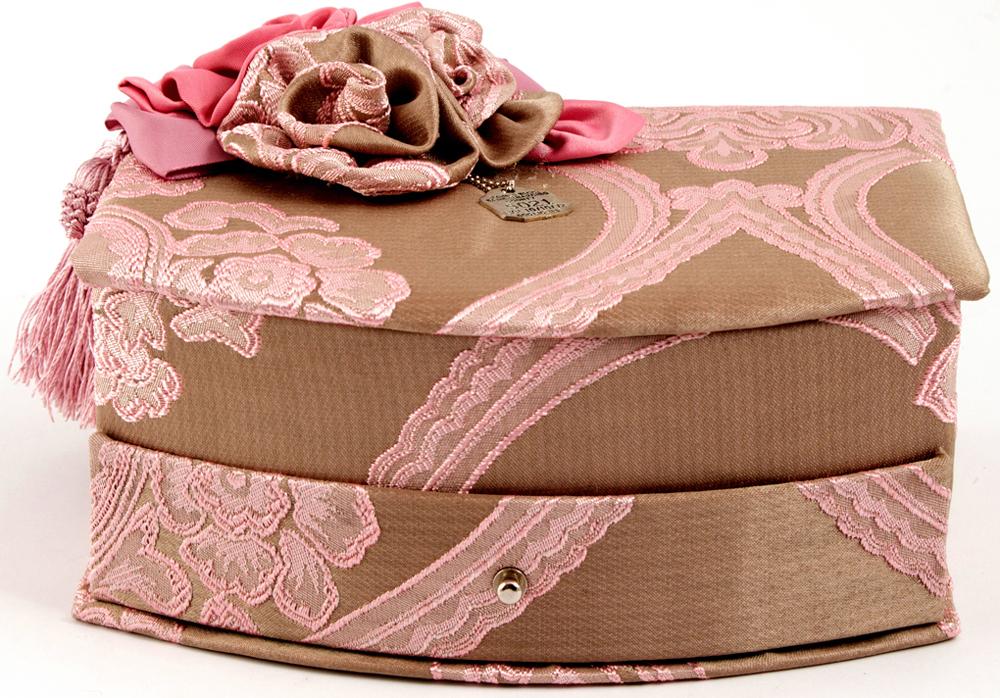 Шкатулка для украшений, цвет: розовый, 21 х 17 х 11 см. 8458684586Шкатулка для ювелирных украшений является предметом женского обихода, предназначена не только для хранения драгоценностей и ювелирных украшений, но являются частью интерьера. Прекрасно подойдет в качестве подарка на любой праздник.