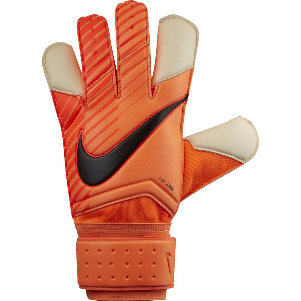 Перчатки вратарские Nike NK GK GRP3, цвет: оранжевый. Размер 11GS0342-803Unisex Nike Grip3 Football Goalkeeper GlovesВратарские перчатки унисекс Nike Grip3 из липкого пеноматериала смягчают нагрузку от мощных ударов и улучшают захват мяча. Анатомический крой и воздухопроницаемая конструкция обеспечивают комфорт во время тренировок и игр. Технология Grip3 в области пальцев усиливает захват и улучшает контроль мяча.Регулируемый пояс обеспечивает индивидуальную посадку. Вентилируемая конструкция улучшает воздухопроницаемость. Обновленный пеноматериал обеспечивает оптимальный захват мяча в любых погодных условиях. 66% ЛАТЕКС28% ПОЛИЭСТЕР5% НЕЙЛОН1% ПОЛИУРЕТАН
