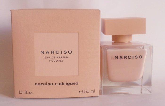 Narciso Rodriguez Narciso Poudree Парфюмерная вода Lady, 50 мл968496Верхние ноты: Болгарская роза, Жасмин и Апельсиновый цвет; средняя нота: Мускус; базовые ноты: Ветивер, Белый кедр, Кумарин и Пачули.