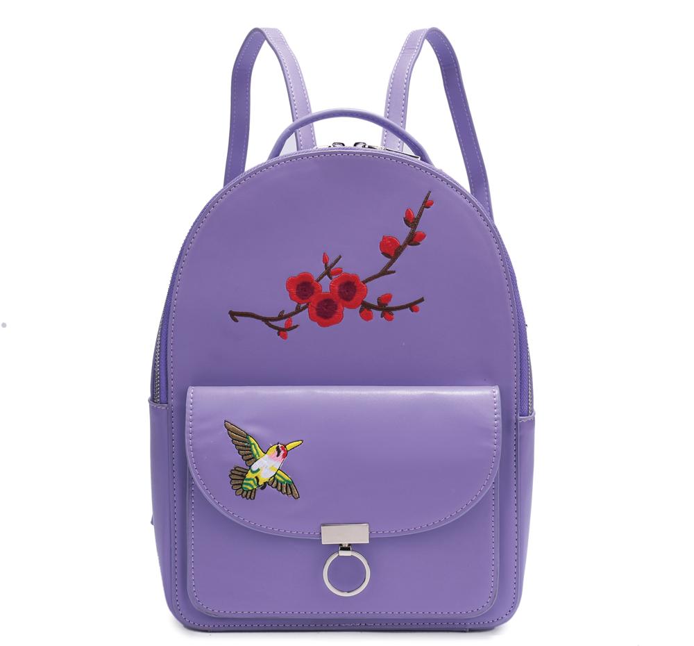 Рюкзак с одним отделением на молнии имеет внутренний карман на молнии, карман для телефона, внешний карман на магнитной кнопке.