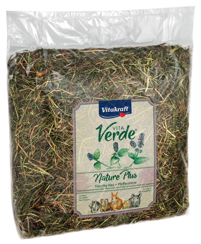 Сено луговое Vitakraft Vita Verde, с перечной мятой, 500 г13068Сено луговое Vitakraft Vita Verde из тщательно отобранных луговых трав с перечной мятой. Мята полезна при проблемах с желудком и кишечником, а также при заболеваниях желчного пузыря и печени. Сено может быть использовано в качестве наполнителя в клетку и в качестве корма. Ежедневно давайте грызунам свежую порцию сена. Состав: сено.Вес: 500 г.Товар сертифицирован.Уважаемые клиенты! Обращаем ваше внимание на возможные изменения в дизайне упаковки. Качественные характеристики товара остаются неизменными. Поставка осуществляется в зависимости от наличия на складе.