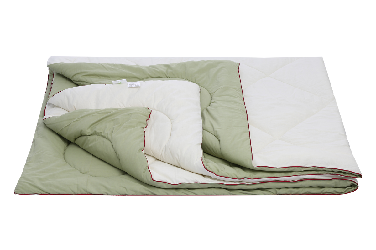 """Одеяло Sortex """"Равновесие"""" пышное, мягкое, имеет оздоравливающий эффект.  Подходит для любого сезона. Ткань чехла микрофибра, с эффектом персиковой кожи.  Наполнитель 1 сторона - овечья шерсть, 2 сторона - бамбуковое волокно (вискоза) плотность наполнителя 300 г/м2.  Окантовка изделия контрастным кантом, оригинальная стежка чехла. Упаковка сумка ПВХ с ручками на молнии."""