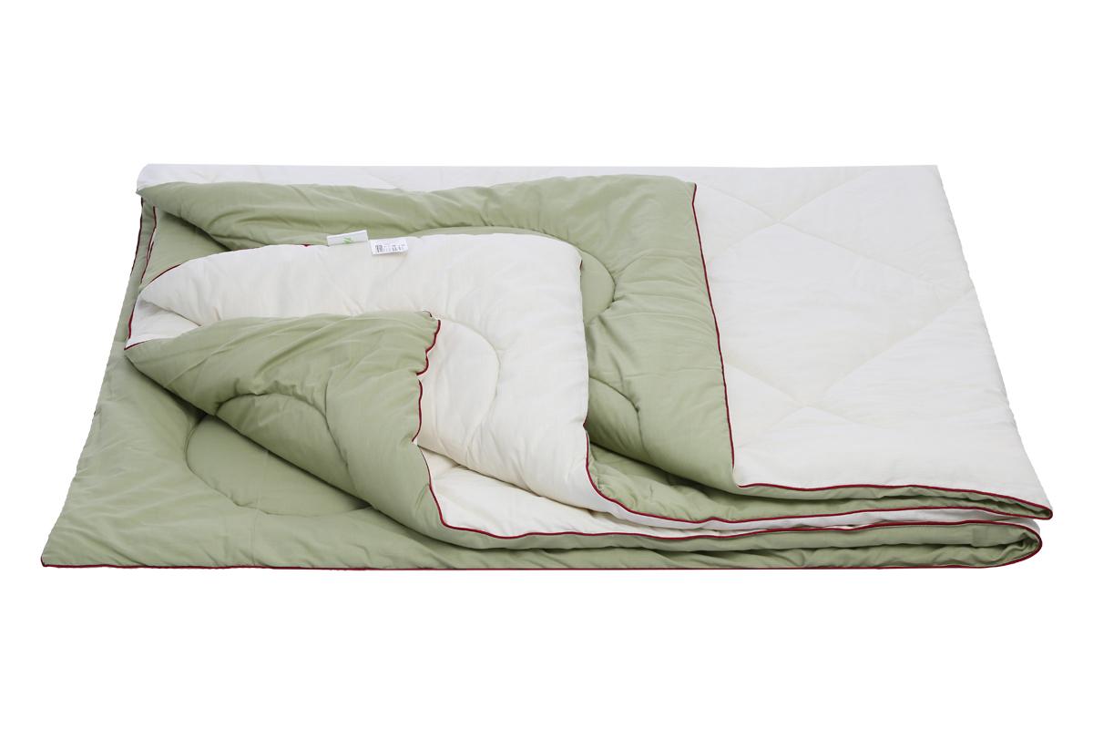 """Одеяло Sortex """"Natura"""" пышное, мягкое, имеет оздоравливающий эффект.  Подходит для любого сезона.  Ткань чехла микрофибра, с эффектом персиковой кожи.  Наполнитель 1 сторона- овечья шерсть, 2 сторона - бамбуковое волокно (вискоза) плотность наполнителя 300 г/м2.  Окантовка изделия контрастным кантом, оригинальная стежка чехла.  Упаковка сумка ПВХ с ручками на молнии."""