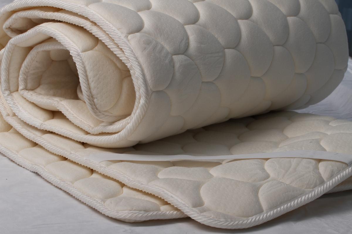 """Наматрасник Sortex """"Beauty"""" прекрасное решение для любой спальной поверхности, имеющей неровности, места стыков, изъяны и др. Благодаря уникальной стежке (дизайн чешуйки) трикотажного полотна с высококачественной эластичной пеной, создается анатомический эффект.Наполнитель - Пенополиуретан, чехол - трикотаж."""