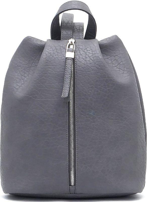 Рюкзак женский Solo, цвет: серый. 139-476139-476Женский рюкзак Solo выполнен из высококачественной искусственной кожи. Модель имеет одно отделение, закрывается на молнию. Отличается от других моделей женских рюкзаков оригинальной вертикальной застежкой. Внутри предусмотрены карман на молнии и открытый пластиковый карман. Снаружи имеется один карман на молнии в боковой части. Длина плечевых ремней регулируется пряжками.