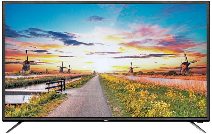 BBK 39LEM-1027/TS2C телевизор39LEM-1027/TS2CLED-телевизор серии LEM-1027 совмещает в себе изысканный дизайн и широкие возможности для развлечений в кругу семьи. Красочное интуитивно понятное меню In'Ergo и удобный пульт значительно упрощают работу с устройством и делают ее максимально приятной и комфортной. Широкоформатный экран модели оснащен светодиодной подсветкой, применение которой позволило добиться впечатляющей четкости и реалистичности изображения.Встроенный мультиформатный HD-медиаплеер отвечает за воспроизведение файлов высокого разрешения, которые могут быть записаны на USB-совместимые носители (подключение осуществляется через USB2.0-порт устройства). Благодаря встроенным DVB-T2 и DVB- S2 – тюнерам есть возможность принимать сигнал цифрового телевидения как на стандартную антенну, так и через спутник в высоком качестве.