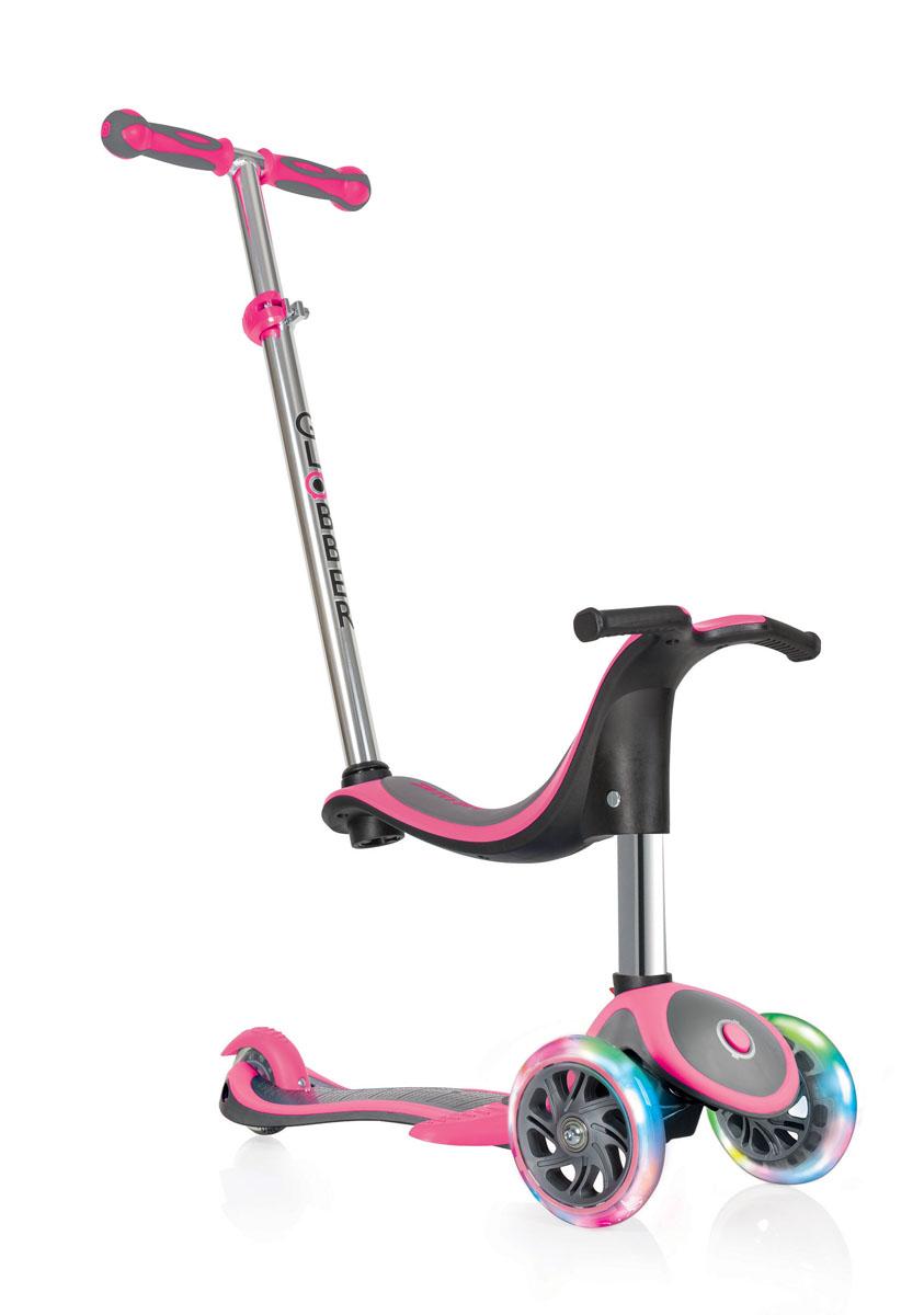 Самокат Globber Evo 4 In 1 Plus Lights, со светящимися передними колесами и подножкой, цвет: розовый454-132Самокат трансформируется и меняется в соответствии с потребностями ребенка, рекомендованный возраст от 1 года. Для самых маленьких в самокате предусмотрена съемная подставка для ног, эргономичное сиденье на место которого крепится родительская ручка и превращает каталку (беговел) в самокат с регулируемым рулем. Руль регулируется с помощью кнопки от 67,5 см до 77.5 см. Для безопасного обучения на самокате предусмотрена кнопка блокировки, которая блокирует поворот колес и сохраняет движение только по прямой. Самокат оборудован светящимися LED колесами.