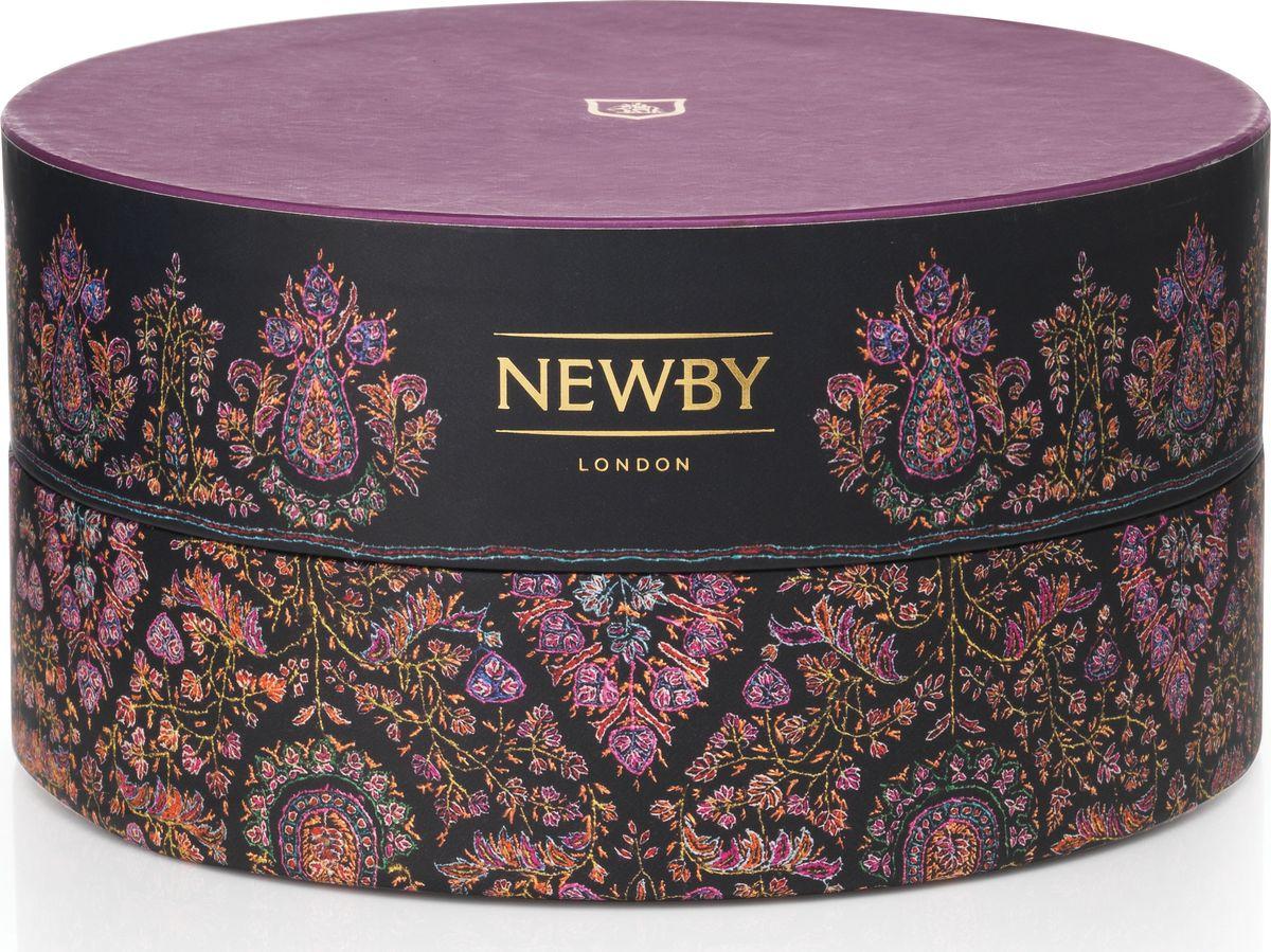 Newby Корона подарочный набор черного чая 6 вкусов, 36 шт5023984005606Подарочный набор коллекции Корона состоит из 36 пакетиков чая и содержит 6 сортов черного чая. Каждый пакетик упакован в многослойное алюминиевое саше, что гарантировано сохранит его свежесть.Чаи представлены в изысканных подарочных коробочках, дизайн которых был инспирирован бесценными индийскими тканями ручной работы.Вкусовые характеристикиАссам Крепкий бодрящий черный чай с золотистыми типсами и привкусом солода. Дарджилинг Чай с высокогорных чайных плантаций Индии, получивший название «шампанского» среди чаев. Светлый настой, цветочный аромат и мускатный привкус. Эрл Грей Насыщенный черный чай с натуральным ароматом и цитрусовым вкусом спелого бергамота. Английский Завтрак Знаменитый купаж черных сортов чая. Крепкий чай, идеален для начала дня. Масала Традиционный индийский чай со специями. Черный чай Ассам и ароматные специи собраны в гармоничный букет, дающий богатый, солодовый настой с острыми пряными нотами и согревающим послевкусием. Этот чай рекомендуется подавать с молоком. Манго и Клубника Черный чай с ароматом манго и клубники