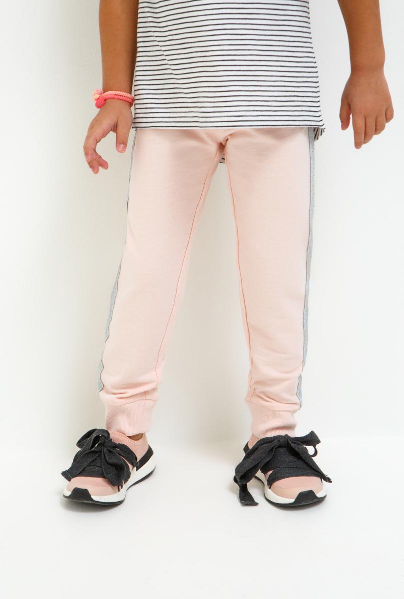Брюки для девочки Acoola, цвет: светло-розовый. 20220160149_3400. Размер 9820220160149_3400Очаровательные брюки для девочки Acoola идеально подойдут вашему ребенку для отдыха и прогулок. Изготовленные из качественного материала, они необычайно мягкие и приятные на ощупь, не сковывают движения малышки и позволяют коже дышать, не раздражают даже самую нежную и чувствительную кожу ребенка, обеспечивая ему наибольший комфорт. Брюки на талии имеют широкую эластичную резинку, благодаря чему, они не сдавливают животик ребенка и не сползают. Снизу брючины дополнены широкими трикотажными манжетами, не пережимающими ножку.Оригинальный современный дизайн и модная расцветка делают эти брюки модным и стильным предметом детского гардероба.