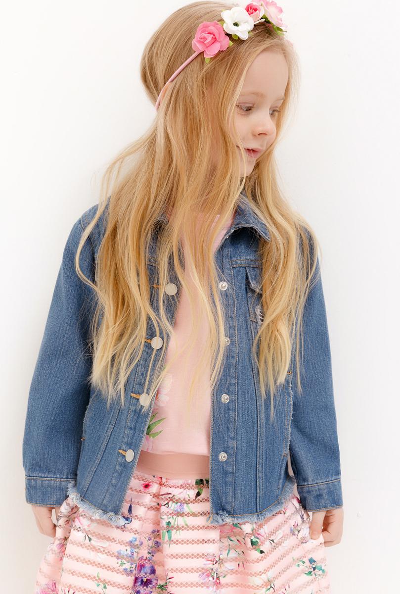 Куртка джинсовая для девочки Acoola, цвет: синий. 20220130124_500. Размер 12820220130124_500Модная джинсовая куртка для девочки Acoola идеально подойдет вашему ребенку. Изготовлена из натурального хлопка. Модель с длинными рукавами застегивается на металлические пуговицы. Манжеты на рукавах также застегиваются на пуговицы. Современный дизайн и модная расцветка делают эту куртку стильным предметом детского гардероба.