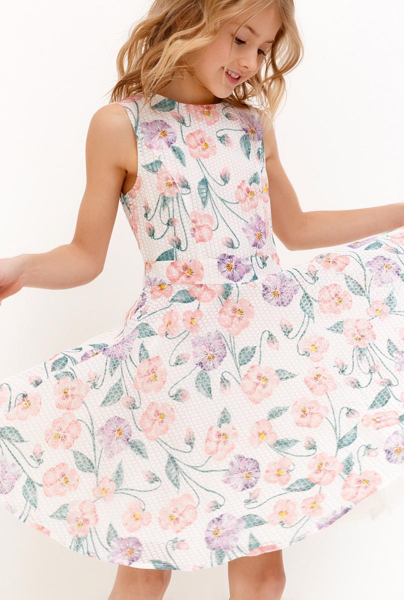 Платье для девочки Acoola Crane, цвет: белый. 20210200220_200. Размер 15820210200220_200Платье из легкой фактурной ткани, декорированное ярким цветочным принтом, станет любимым предметом гардероба девочки. Приталенный силуэт с расклешенной юбкой, объем которой придает оборка из сетки на подкладке, создает романтический образ. Модель без рукавов, с круглым вырезом горловины и застежкой-молнией на спинке. На фотографии представлен размер 140.Ширина изделия по линии груди - 34,5 см.Ширина изделия по линии талии - 32 см.Ширина по низу изделия - 157 см.Длина изделия - 72 см.Разница между размерами составляет 1,5 см.