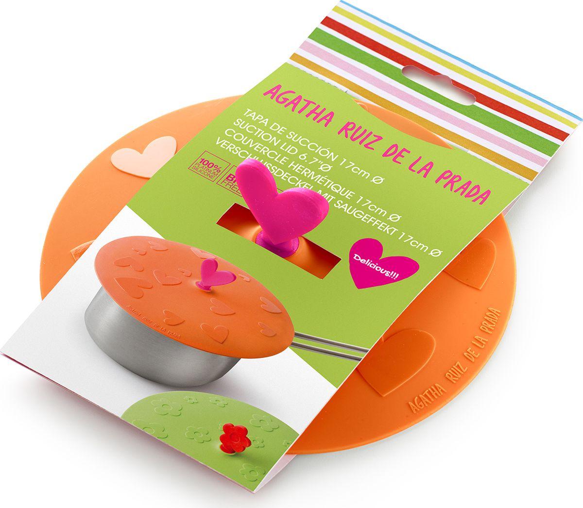 """Крышка герметичная Lekue """"Agatha. Сердце"""" - крышка в которой объединились опыт в производстве высоко-качественный посуды от Lekue и уникальный штрих от модного дизайнера.  Для хранения и жарки. Новинкой в области кухонных принадлежностей стали силиконовые крышки. Уникальный материал позволяет крышкам герметично закрывать посуду независимо от диаметра.   Силикон способен выдерживать большие перепады температур, не теряя своих свойств, поэтому крышки можно использовать для хранения приготовленных продуктов в холодильнике. Проблема неприятных запахов в холодильнике будет решена навсегда, потому что крышки плотно закрывают посуду, препятствуя распространению запахов.   Силиконовые крышки очень удобны в использовании и позволяют хранить продукты без доступа воздуха, чтобы они оставались свежими в течение нескольких дней.  Теперь, имея под рукой такие практичные, удобные компактные силиконовые крышки, хозяйке не надо будет беспокоиться о продуктах, которые надо сохранить в холодильнике, перевезти на дачу или взять с собой на пикник. Уникальная силиконовая крышка гарантирует наилучший результат, если необходимо сохранить сочность и аромат приготовленных продуктов!  Силиконовые крышки герметично закроют любую посуду - от кастрюль и сковородок до тарелок и стаканов. Они практичны: не боятся высоких температур (до +260 градусов) и пригорания продуктов, не бьются, легко моются, компактны и удобны в хранении."""