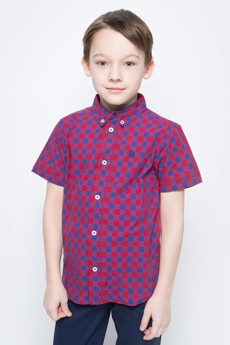 Рубашка для мальчика United Colors of Benetton, цвет: красный, синий. 5FU95QBG0_938. Размер 1605FU95QBG0_938Рубашка от United Colors of Benetton выполнена из натурального хлопкового материала. Модель с короткими рукавами и отложным воротником застегивается на пуговицы.