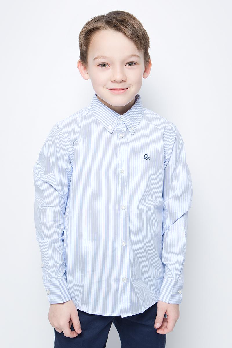 Рубашка для мальчиков United Colors of Benetton, цвет: голубой, белый, полоски. 5DU65Q200_931. Размер 1505DU65Q200_931Рубашка для мальчика United Colors of Benetton выполнена из натурального хлопка. Модель с отложным воротником застегивается на пуговицы.