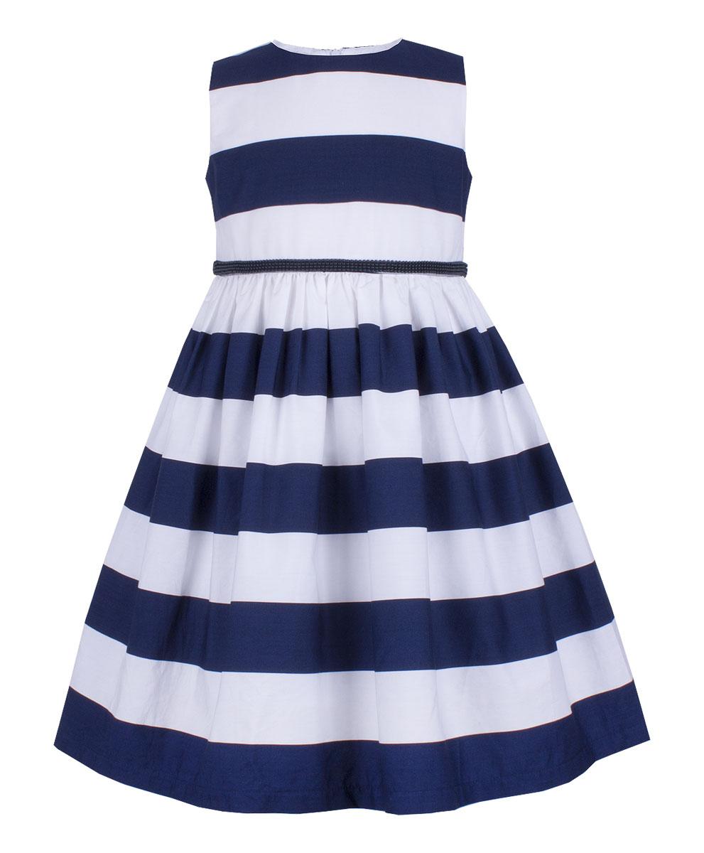 Платье для девочки Button Blue Party, цвет: темно-синий. 118BBGP25051005. Размер 146118BBGP25051005Нарядное платье в полоску от Button Blue, украшенное поясом с бантом, станет прекрасным вариантом праздничного наряда. Платье без рукавов изготовлено из натурального хлопка и застегивается на скрытую застежку-молнию на спинке. Свободное и легкое, оно не стесняет движений, отлично сидит по фигуре и дарит только комфорт. В таком платье каждая девочка станет звездой любой вечеринки.