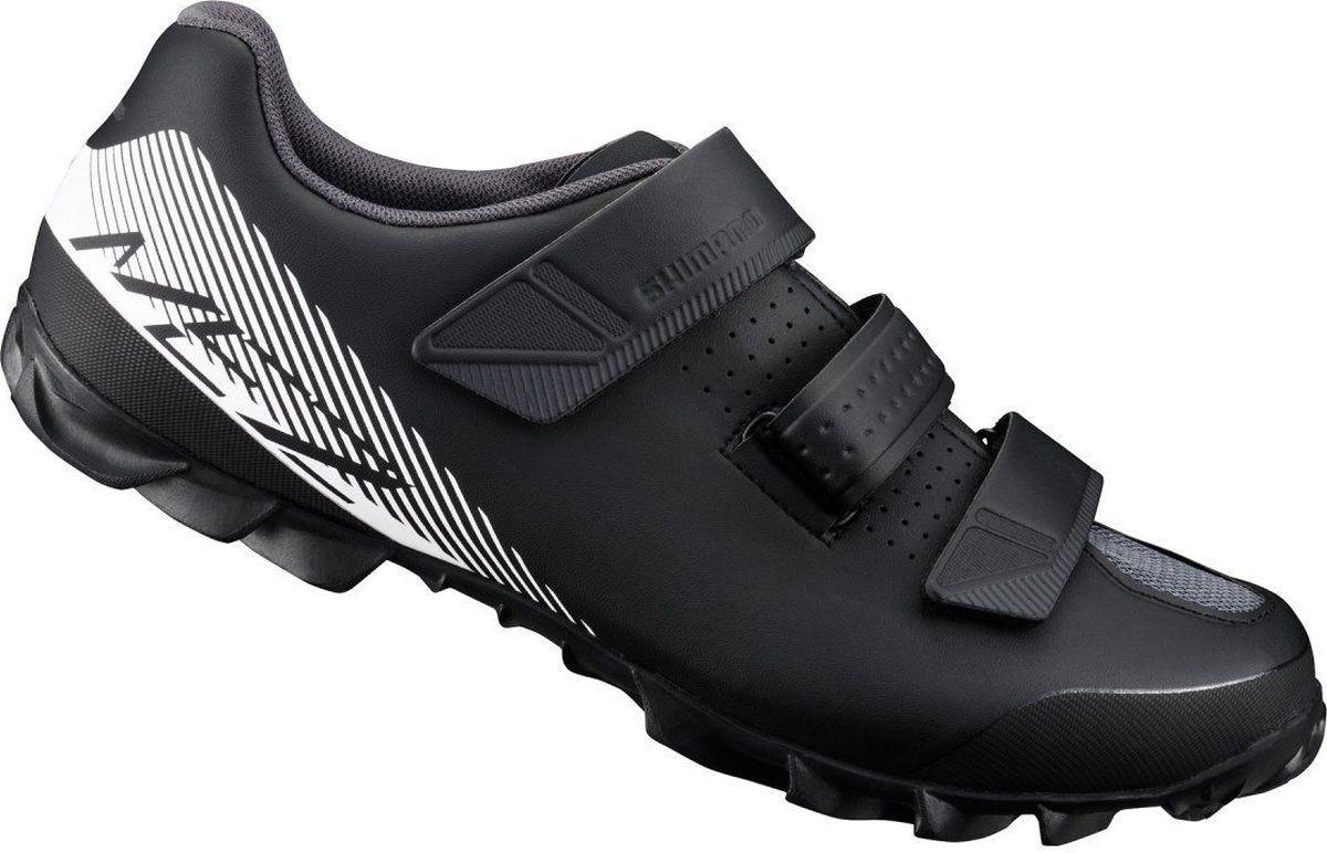Велотуфли мужские Shimano SH-ME200, цвет: черный, белый. Размер 43SH-ME200Обладая высокой степенью долговечности и удивительным комфортом, обувь Shimano ME2 (ME200) идеально подходит для любителей поездок на горном велосипеде. Разработанный как ботинок MTB начального уровня.Три прочных липучки и петли для ровной и надежной посадки.Прочный резиновый протектор обеспечивает отличное сцепление для ходьбы.Подошва из стекловолокна для передачи мощности.Верх из синтетической кожи.