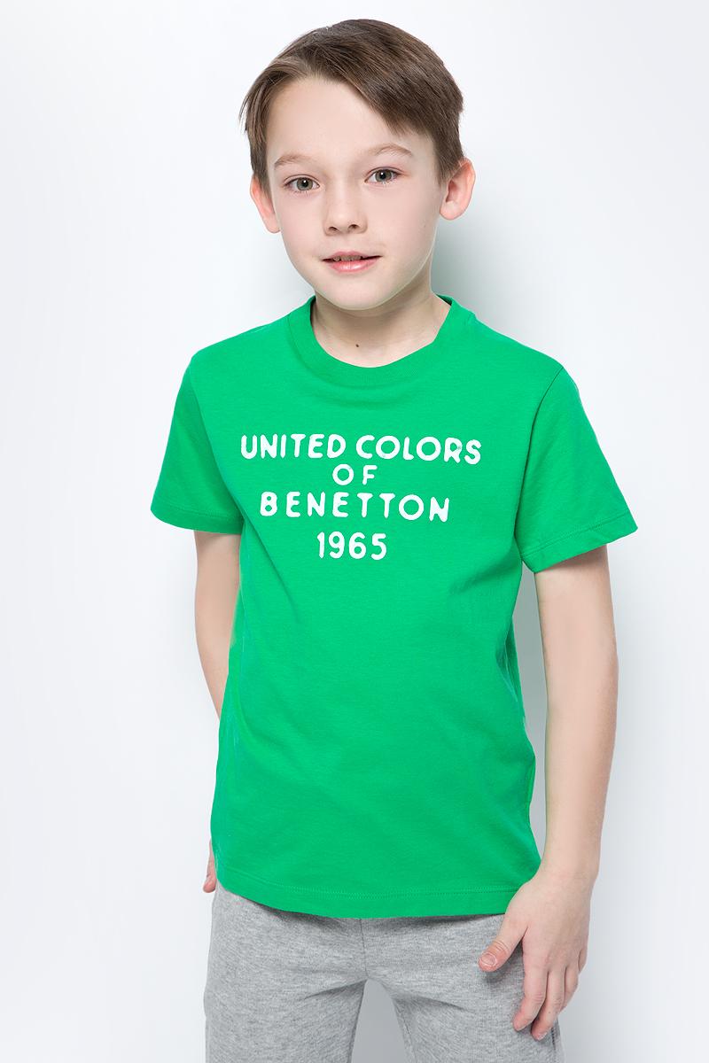 Футболка для мальчиков United Colors of Benetton, цвет: зеленый. 3I1XC13HD_108. Размер (150)3I1XC13HD_108Футболка от United Colors of Benetton выполнена из натурального хлопкового трикотажа. Модель с короткими рукавами и круглым вырезом горловины спереди оформлена принтованными надписями.