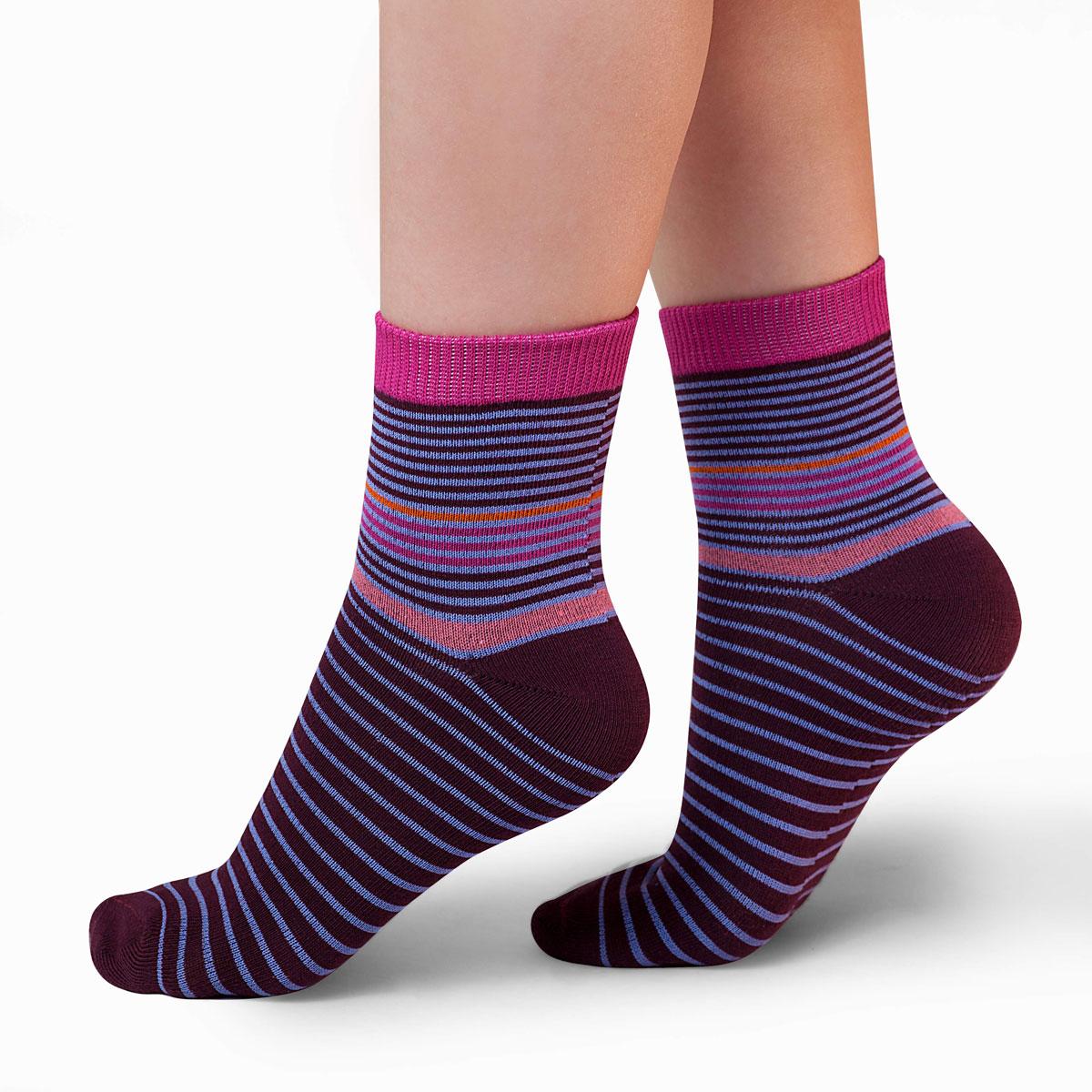 Носки для девочки Idilio, цвет: бордовый. SG11. Размер 27/29SG11Комфортные носки для девочек с добавлением экологически чистого хлопка, изготовленные без применения химических красителей.