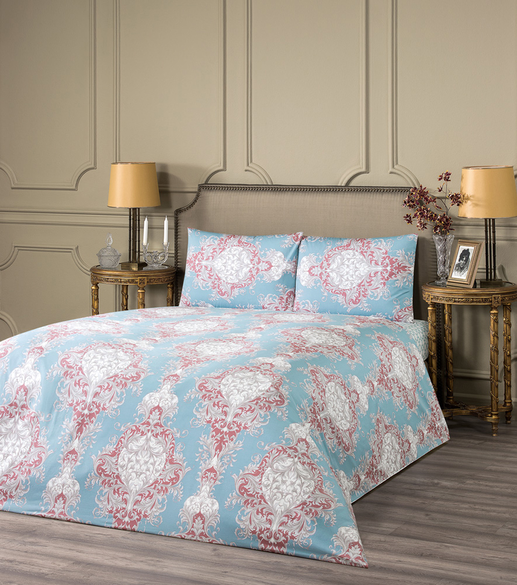 Комплект белья Estia Равелло, 1,5-спальный, наволочки 50x70, цвет: голубой99.57.55.0105Комплект белья Estia Равелло наполнит вашу спальню уютом и красотой. Комплект приятен на ощупь и не капризен вуходе. ESTIA - бренд домашнего текстиля группы компаний Togas. Основанная в 1926 году в Греции предпринимателем Илиасом Тогасом, компанияодна из первых применила новаторские методы пошива и декорирования постельного белья и заслужила репутацию ведущего эксперта втекстильном деле. Верность семейным традициям качества и новаторский дух - главные слагаемые успеха Togas, чьи достижения изменилиоблик современной текстильной промышленности и наши представления о комфорте. ESTIA - это итальянская классика, где винтажный стиль и щедрое использование аутентичных элементов декора дополняются высокимкачеством тканей.Все это, а также исключительная практичность и простота в эксплуатации делают продукцию бренда эталоном современного комфорта.Если вы искали совершенства - вы его нашли: ESTIA - это настоящее украшение, которое преобразит не только ваш интерьер, но и вашу жизнь.