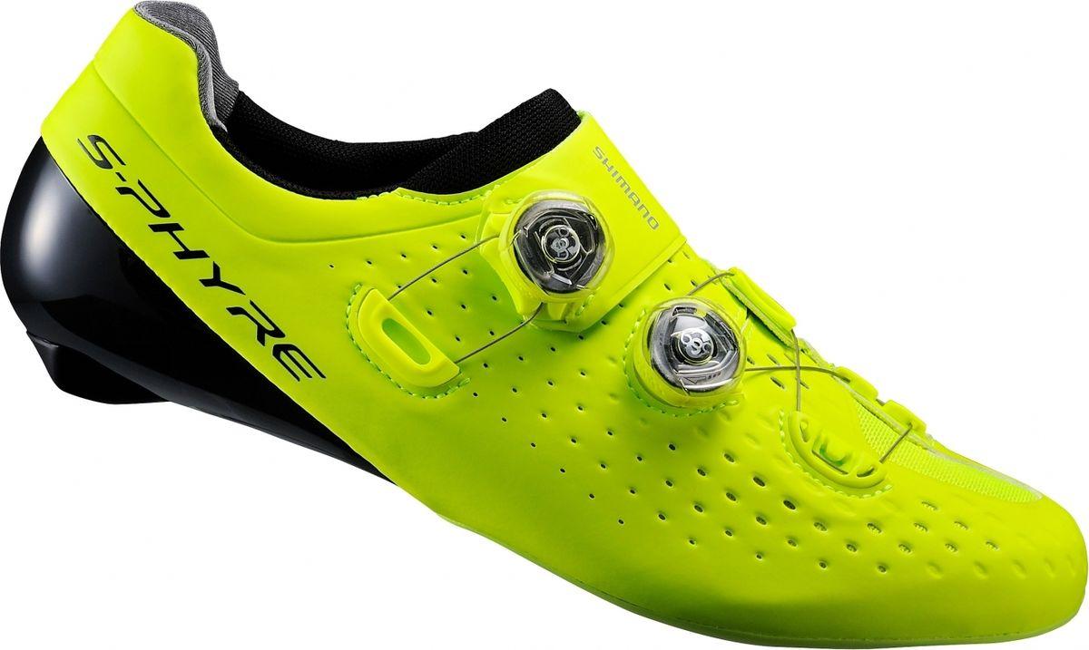 Велотуфли мужские Shimano SH-RC900, цвет: желтый. Размер 44,5SH-RC904Эталон шоссейной гоночной обуви для комфорта и эффективной работы на длинных дистанциях Особенности Унифицированная конструкция подошвы и верха задаёт новые стандарты посадки туфель, контроля вращения педалей, жёсткости и низкого веса. Форма, близкая к форме ступни, с зауженным основанием, закруглённой пяткой и узким носкомШирокий диапазон регулировки для ступней разной формы Двойные независимые защелки Boa IP1 обеспечивают быструю и точную микро-регулировку Быстросохнущий сетчатый материал 3D отводит влагу Встроенные дренажные отверстия для дождливой погоды