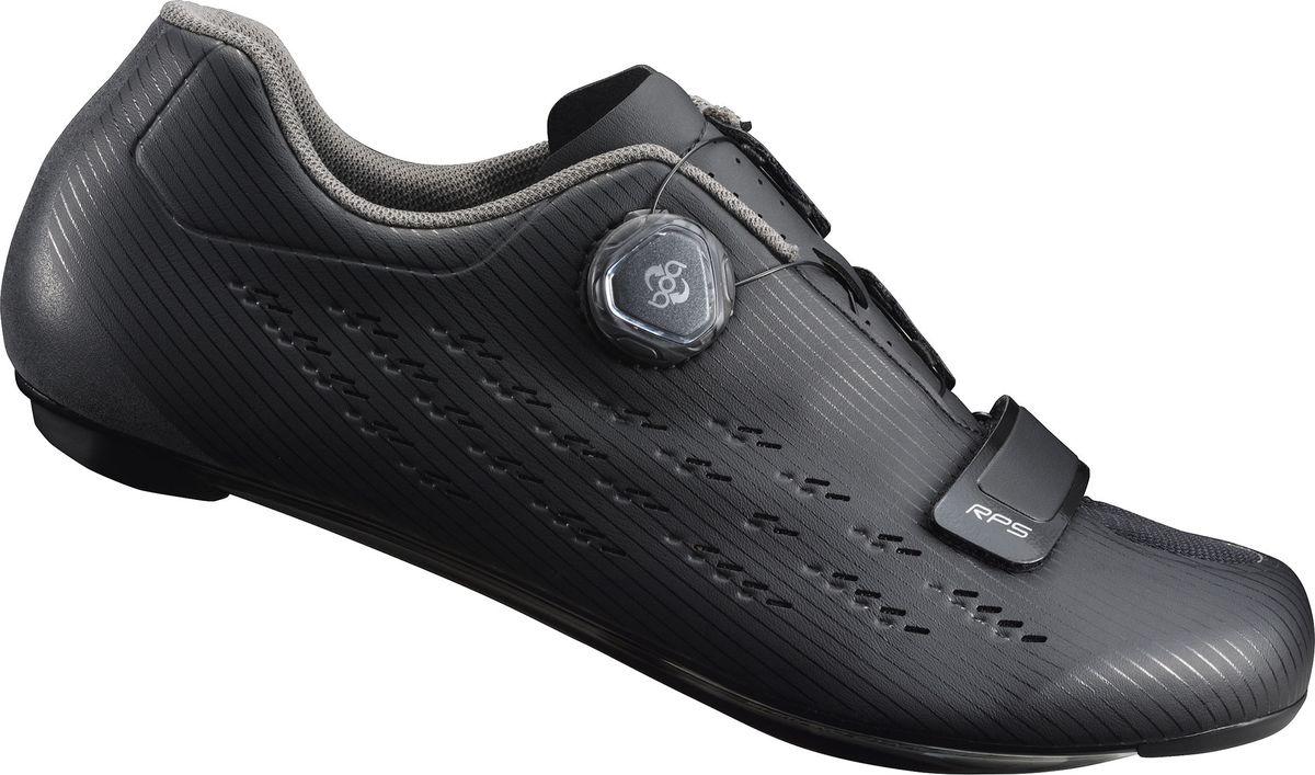 Велотуфли мужские Shimano SH-RP501, цвет: черный. Размер 40SH-RP501_черДоступные и долговечные, высокоэффективные шоссейные туфли для амбициозных велосипедистовОсобенности Цельный верх без швов для идеальной посадки и комфорта на протяжении всего дня Лёгкая нейлоновая подошва, усиленная углеволокном, для эффективной передачи энергии Защелка Boa L6 с микрорегулировкой и скрытой прокладкой шнуровки Простой и элегантный дизайн обеспечивает безупречные функциональные характеристики Надежные, широкие подкладки под пятку обеспечивают устойчивость при ходьбе Оптимальная вентиляция верха, стельки и подошвы