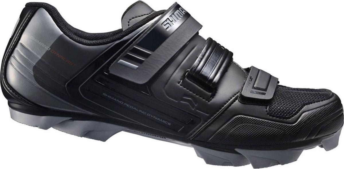 Велотуфли мужские Shimano SH-XC31L, цвет: черный. Размер 45SH-XC31LТуфли начального уровня для тренировок Cross-Country, велотуризма и прогулочного катания. Асимметрично расположенные застёжки Velcro обеспечат хорошую фиксацию, не передавливая ногу, а сетчатая вставка обеспечит дополнительную вентиляцию. Туфли для комфортного катания целый день. Характеристики:индекс жёсткости: 5;нейлоновая подошва, усиленная стекловолокном хорошо поглощает вибрации;полиэтиленовый протектор с развитым рисунком и системой грязеотвода обеспечит хорошее сцепление даже в глубокой грязи. Совместимы с любыми MTB-шипами под два болта (SPD)