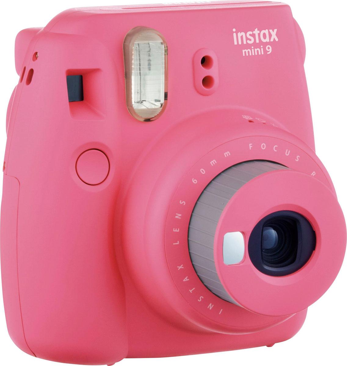 Fujifilm Instax Mini 9, Pink фотокамера мгновенной печати16550538Камера с технологией моментальной печати Fujifilm Instax Mini 9 позволяет печатать фотографии размера визитной карточки сразу после съемки.Обладая теми же конструктивными и эксплуатационными характеристиками, что и INSTAX mini 7S, INSTAX mini 9 примерно на 10% меньше mini 7Sпо объему корпуса. Процесс кадрирования стал проще благодаря видоискателю, который передает четкую картинку в реальном времени (дажепри съемке под углом) и отличается более наглядной центральной меткой. К функциям съемки добавлен режим High-key - повышениедиафрагмы на 2/3 ступени. Чтобы сделать фотографию с яркими и мягкими цветами, которые так полюбились девушкам, достаточно прокрутитьдиск в режим High-key. Камеру Instax можно использовать в самых различных ситуациях: на свадьбах и на вечеринках, для обычной съемки и для автопортретов. ПричинапопулярностиINSTAX среди девочек-подростков и женщин до 20 лет, для которых пленочные фотографии уже в диковинку, - это яркие и мягкие цветаполученных снимков. Используемая фотопленка: Fujifilm Instax MiniРазмер фотопленки: 86 мм х 54 ммРазмер снимка: 62 мм х 46 ммДиапазон фокусировки: от 0,6 м до бесконечностиУправление экспозицией: система ручного переключения (светодиодный индикатор в экспонометре)Окно подтверждения загрузки фотобумагиВывод фотоснимка: автоматическийАвтоматическое выключение питания через 5 минутСчетчик экспозиций (количество неэскпонированных листов фотобумаги)Ресурс батарей: около 100 снимков (10 кассет с пленкой)