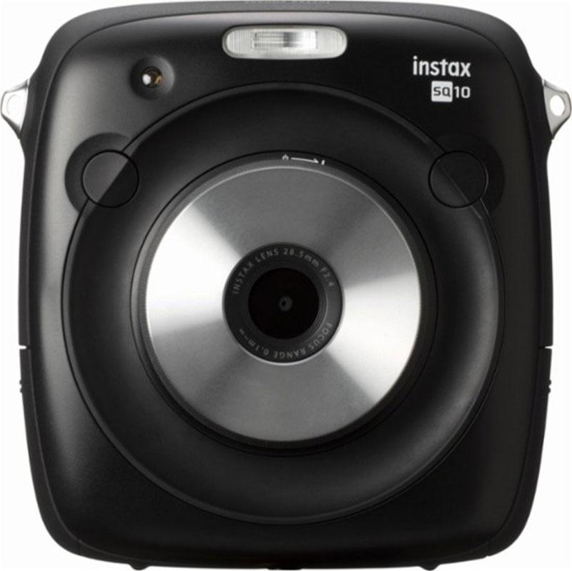 Fujifilm Instax Square 10, Black фотокамера мгновенной печати16552550Fujifilm Instax Square 10 - фотоаппарат моментальной печати, позволяющий создавать моментальные квадратные фото размером 62х62 мм, а также цифровые снимки, которые после обработки различными фильтрами можно также распечатать на камере, либо сохранить на компьютере с помощью карты памяти формата microSDHC или microSD. В фотокамере питание осуществляется от Li-ion аккумулятора, который позволяет сделать до 160 фотографий. Внутренняя память позволяет сохранить 50 фотографий и приблизительно 1000 на 1Гб карты памяти. Функции виньетирования и регулировки яркости, режимы двойной экспозиции, макросъемки и длительной выдержки позволяют создавать запоминающиеся фотографии.Камера также позволяет установить ее на штатив, построить композицию кадра, просмотреть будущий снимок и отредактировать его прежде, чем нажмете кнопку спуска затвора. Управление осуществляется с помощью функционального диска.Камера создает моментальное фото на фотопленке быстрой проявки в течение всего 12 секунд и дает возможность насладиться реальным напечатанным фото и сохранить его цифровую копию одновременно.