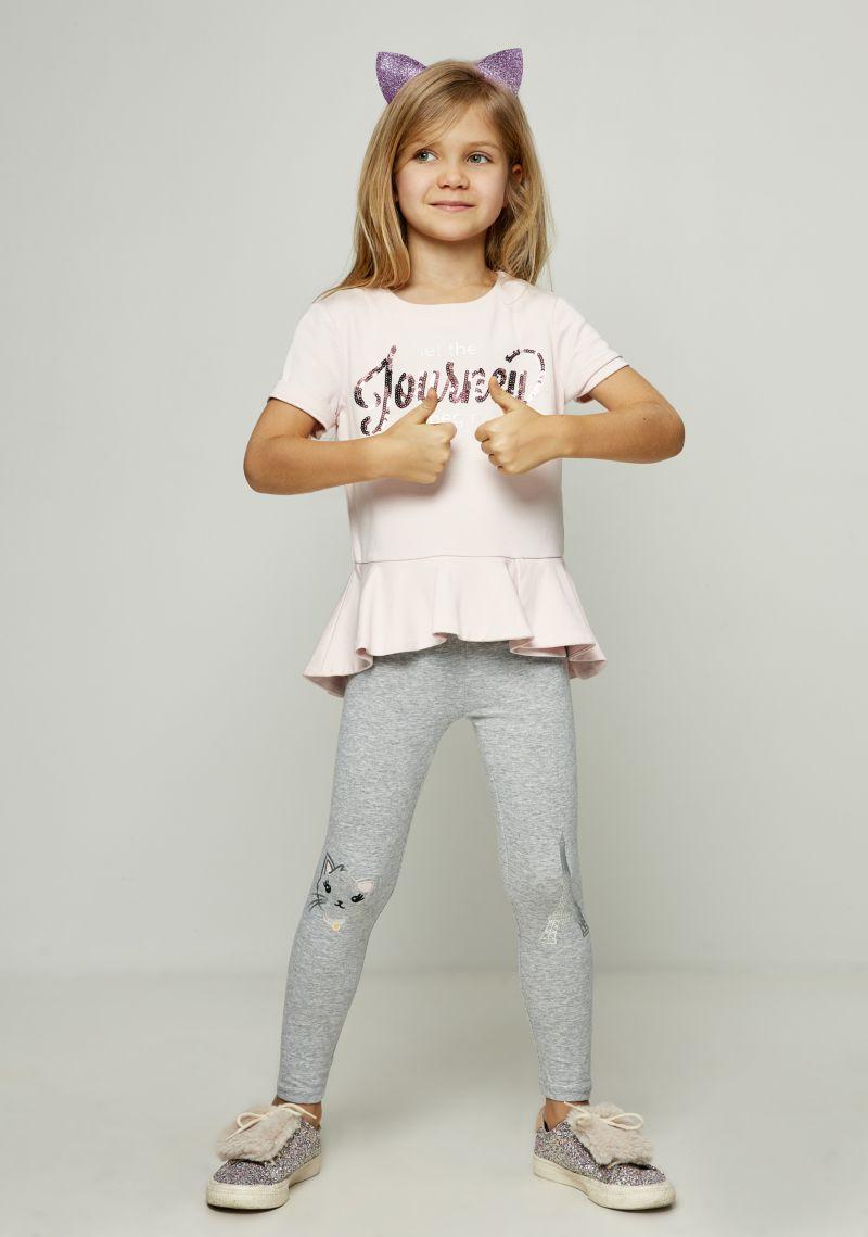 Блузка для девочки Zarina, цвет: розовый. 8122525322090D. Размер 1228122525322090DБлузка для девочки Zarina выполнена из высококачественных материалов. Модель с круглым вырезом горловины и короткими рукавами спереди дополнена принтом.