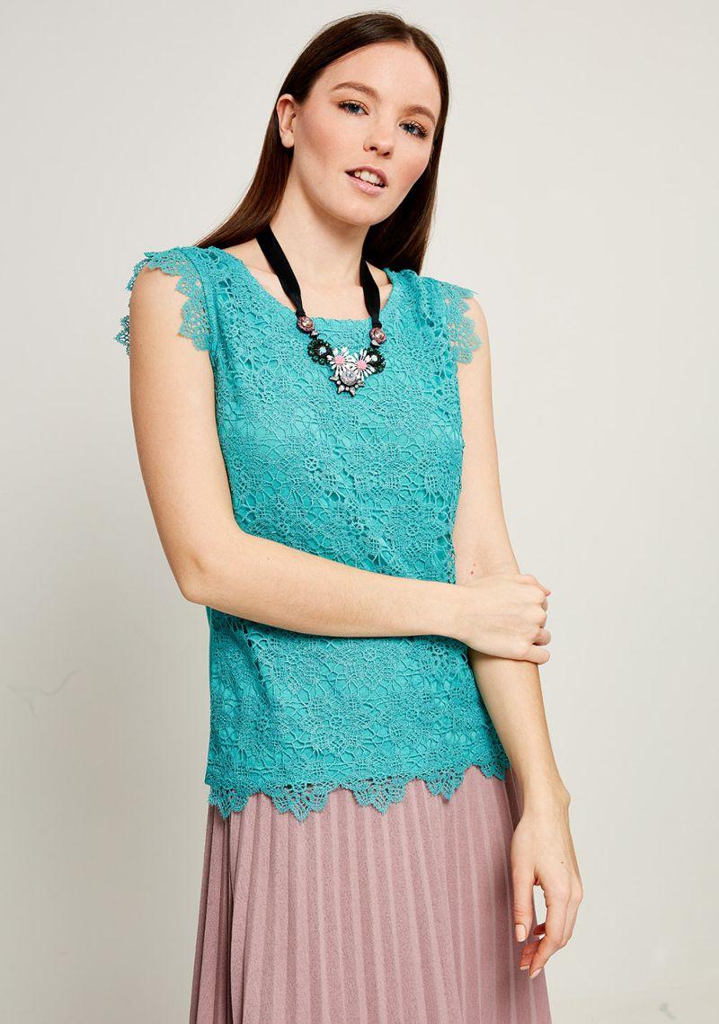 Блузка женская Zarina, цвет: светло-зеленый. 8123510410011. Размер M (46)8123510410011Блузка Zarina выполнена из высококачественного материала. Модель с круглым вырезом горловины и без рукавов дополнена ажурным плетением.
