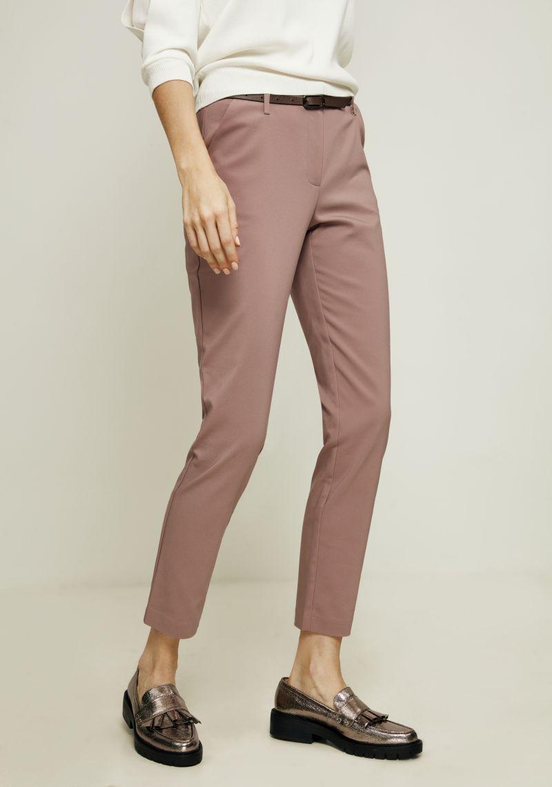 Брюки женские Zarina, цвет: розовый. 8123216713093. Размер 508123216713093Зауженные брюки от Zarina выполнены из хлопкового материала. Модель с завышенной посадкой в поясе застегивается на пуговицу и имеет ширинку на молнию и шлевки для ремня. По бокам брюки дополнены втачными карманами со скошенными краями, сзади - прорезными карманами.