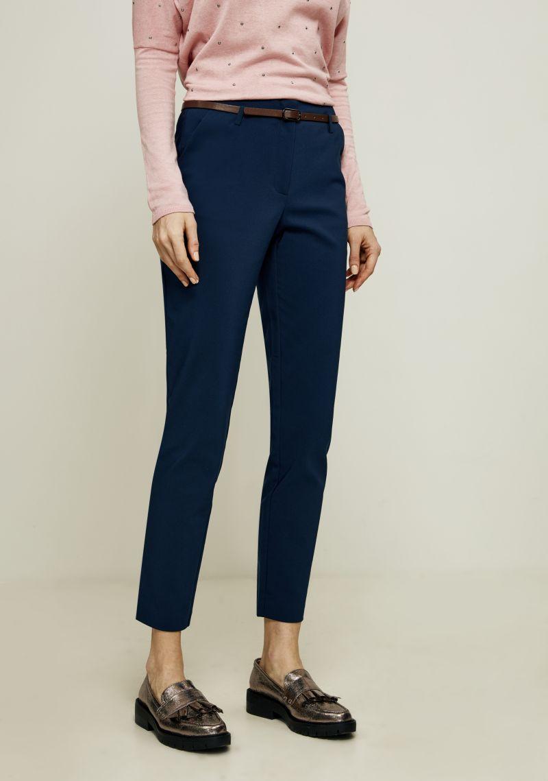 Брюки женские Zarina, цвет: синий. 8123216713040. Размер 528123216713040Зауженные брюки от Zarina выполнены из хлопкового материала. Модель с завышенной посадкой в поясе застегивается на пуговицу и имеет ширинку на молнию и шлевки для ремня. По бокам брюки дополнены втачными карманами со скошенными краями, сзади - прорезными карманами.