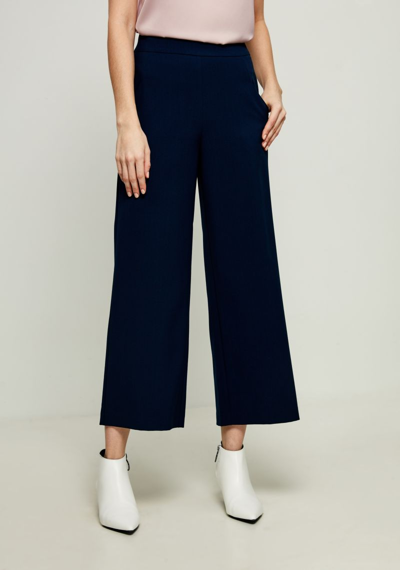 Брюки женские Zarina, цвет: темно-синий. 8123219720047. Размер 508123219720047Стильные брюки Zarina, изготовленные из качественного материала, станут отличным дополнением вашего гардероба. Брюки широкого кроя и стандартной посадки на талии застегиваются сбоку на скрытую молнию.