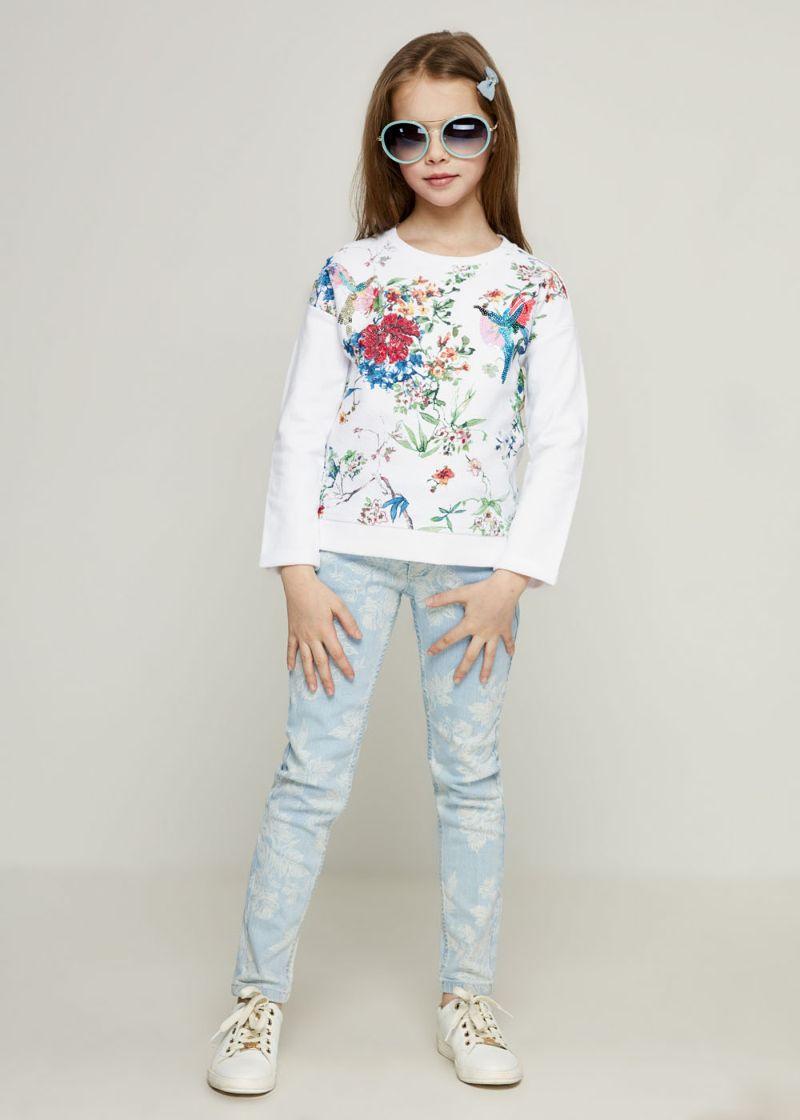 Джемпер для девочки Zarina, цвет: белый. 8123526426001D. Размер 1408123526426001DДжемпер для девочки Zarina выполнен из натурального хлопка. Модель с круглым вырезом горловины и длинными рукавами, оформлена стильным принтом. Изделие дополнено по низу резинкой.