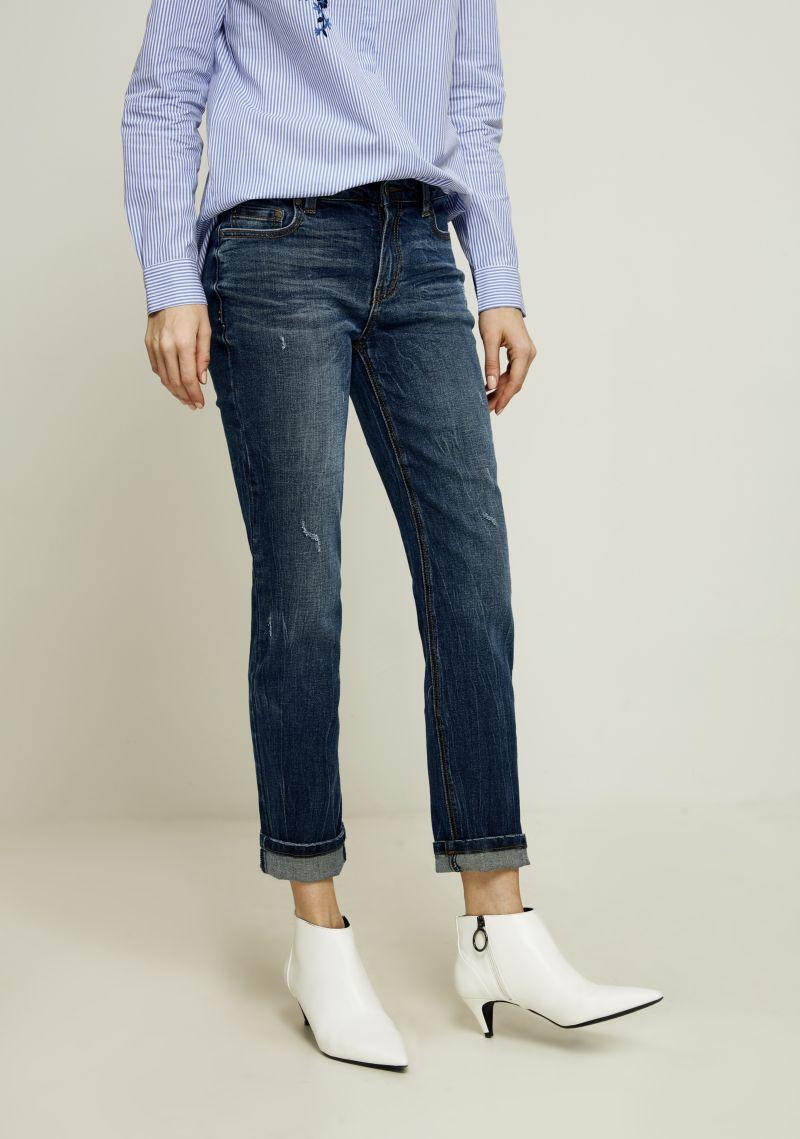 Джинсы женские Zarina, цвет: темно-синий. 8122417710104. Размер 428122417710104Женские джинсы Zarina выполнены из высококачественного материала. Джинсы застегиваются на пуговицу в поясе и ширинку на застежке-молнии, дополнены шлевками для ремня. Спереди модель дополнена двумя втачными карманами, одним маленьким накладным, а сзади - двумя накладными карманами.