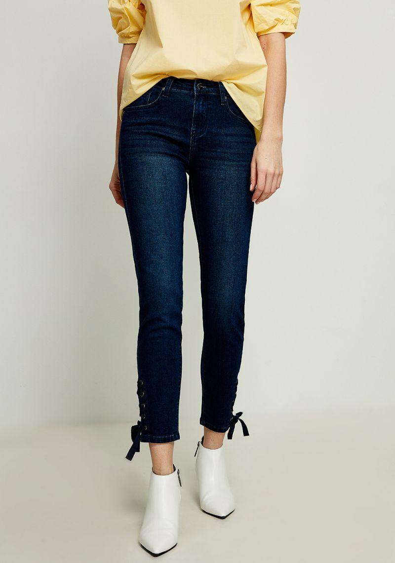 Джинсы женские Zarina, цвет: темно-синий. 8122418711104. Размер 428122418711104Женские джинсы Zarina выполнены из высококачественного материала. Джинсы застегиваются на пуговицу в поясе и ширинку на застежке-молнии, дополнены шлевками для ремня. Спереди модель дополнена двумя втачными карманами, одним маленьким накладным, а сзади - двумя накладными карманами.