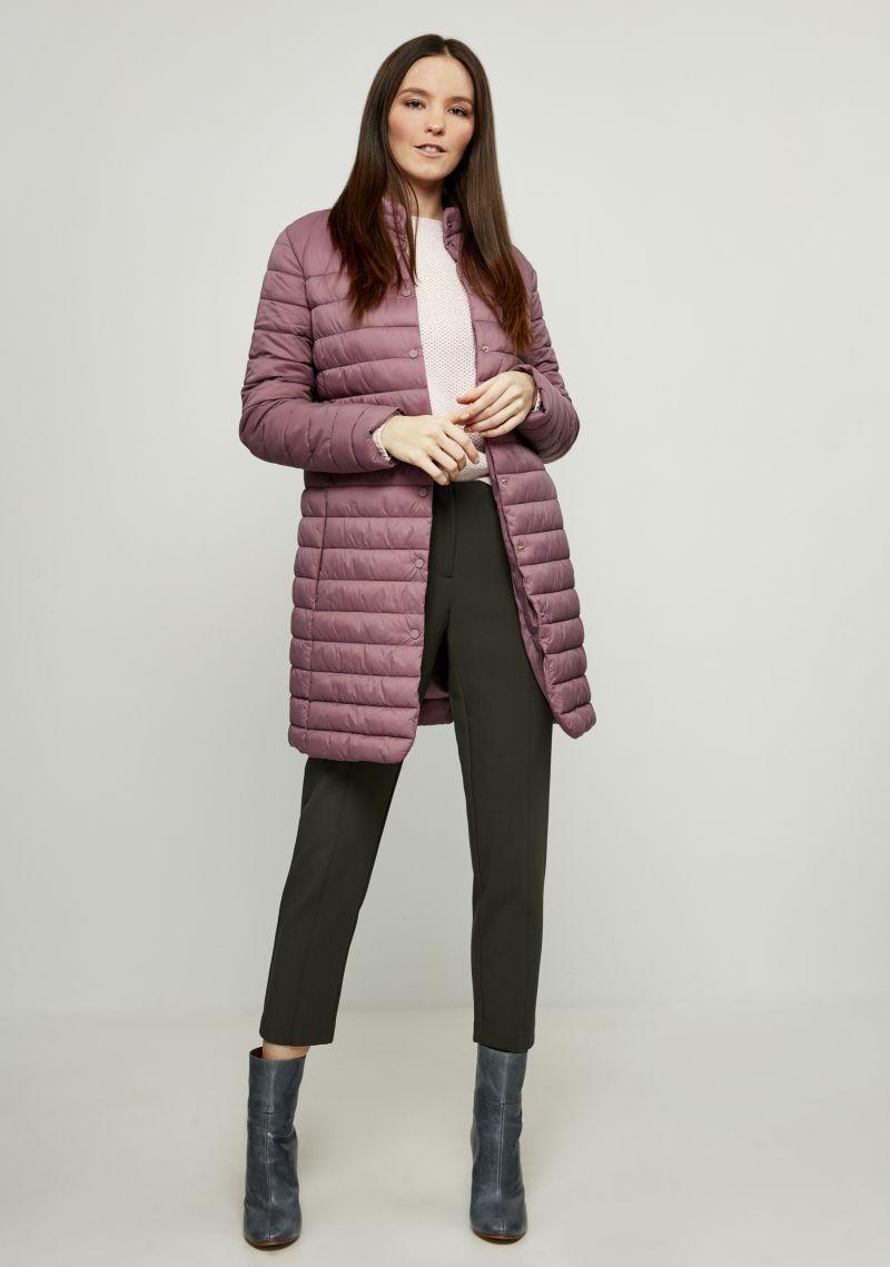 Пальто женское Zarina, цвет: сиреневый. 8122404104078. Размер 488122404104078Стильное утепленное пальто от Zarina выполнено из высококачественного материала. Модель с длинными рукавами и воротником-стойкой застегивается на кнопки, по бокам дополнена втачными карманами на потайных молниях.