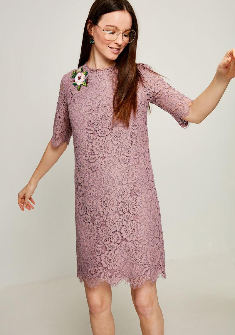 Платье Zarina, цвет: розовый. 8123007507093. Размер 488123007507093Стильное платье от Zarina выполнено из ажурного гипюра. Модель прямого кроя с короткими рукавами до локтя и круглым вырезом горловины на спинке застегивается на потайную молнию.