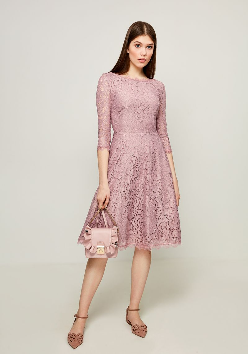 Платье Zarina, цвет: розовый. 8123041541093. Размер 488123041541093Стильное платье от Zarina выполнено из кружевного гипюра. Модель с рукавами 3/4 и вырезом горловины лодочка на спинке застегивается на потайную молнию. Спинка оформлена V-образным вырезом.