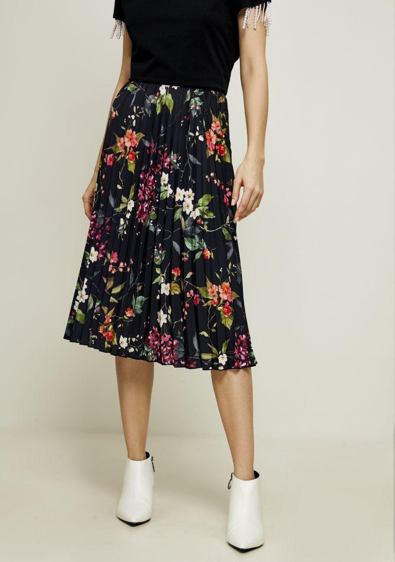 Юбка Zarina, цвет: черный. 8122215208055. Размер 448122215208055Плиссированная юбка от Zarina выполнена из полупрозрачного материала на подкладе. Модель длины миди с эластичной резинкой на талии.
