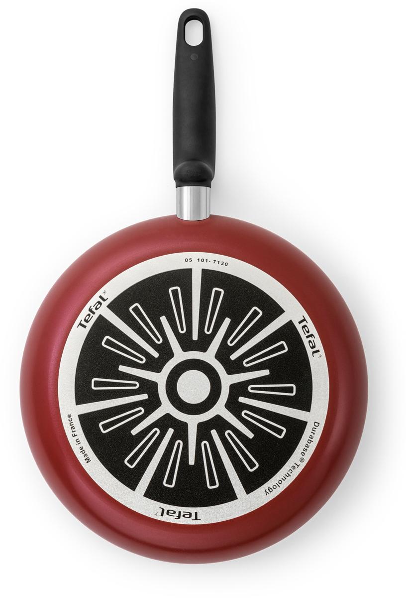 """Сковорода Tefal """"Tempo"""" со стеклянной крышкой подарит радость от каждого использования и украсит собой любой интерьер.  Благодаря высококачественному антипригарному покрытию Easy Plus и уникальному индикатору нагрева Thermo-Spot каждое ваше блюдо получится невероятно вкусным и идеально приготовленным.  Благодаря прочному дну Durabase посуда прослужит долго без потери качества приготовления, сохранит оптимальное распределение тепла даже при ежедневном использовании и подойдет для приготовления самых разных блюд на газовых плитах."""