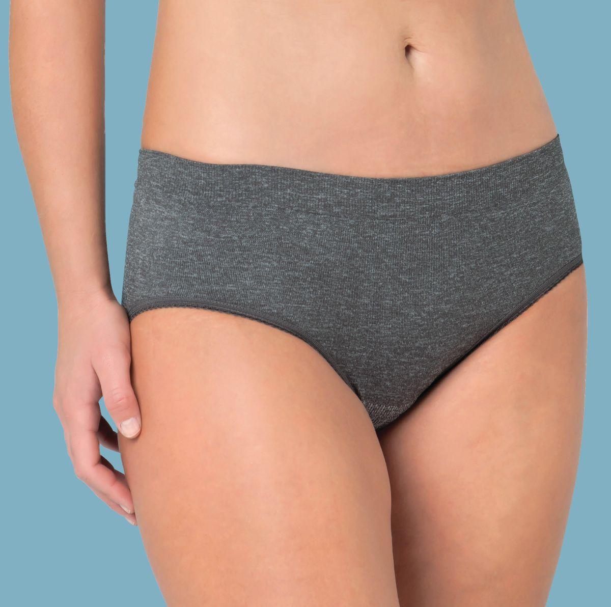 Трусики специальные для беременных Carriwell, бесшовные, цвет: серый меланж. 430. Размер L (46)430Самые удобные поддерживающие трусики для беременных!Во время беременности, когда комфорт важнее всего, бесшовные трусики Carriwell с легкой поддержкой именно то, что вам необходимо. Вырезы для ног сделаны особенно эластичными, а верхняя часть обеспечивает легкую поддержку для живота и поясницы. Легкая поддержка в нижней части живота и спины снимает мышечное напряжение. Особенно эластичный материал в области вырезов для ног и на животе позволяет трусикам приспосабливаться к размеру вашего тела по мере его изменений. Изготовлены из очень мягкой дышащей микрофибры, не раздражающей кожу. Бесшовные трусики прекрасно сидят, не скатываясь и не задираясь, идеально подходят для ношения под любыми топами и футболками.