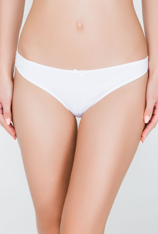 Трусы-стринги женские Infinity Lingerie Calypso, цвет: белый. 169831_200. Размер M (46)169831_200Базовые трусики-стринги выполнены из меланжевой хлопковой ткани. Передняя деталь декорирована атласным бантиком.