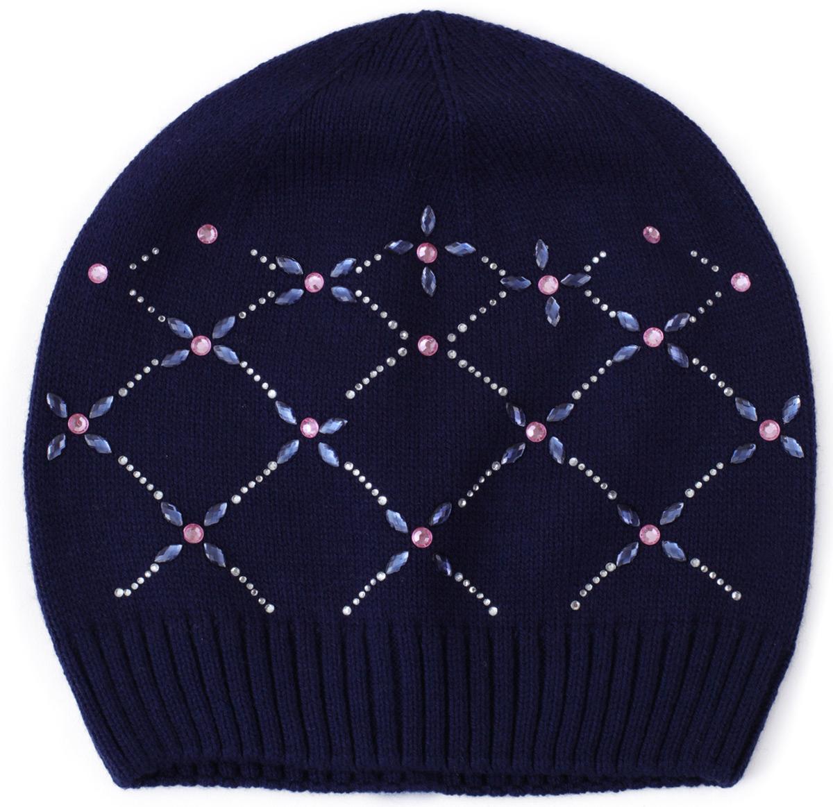 Шапка для девочки PlayToday, цвет: темно-синий. 182077. Размер 54182077Однослойная вязаная шапка без завязок, из ткани с высоким содержанием натурального хлопка. Хорошо облегает голову. Декорирована аппликацией из страз.