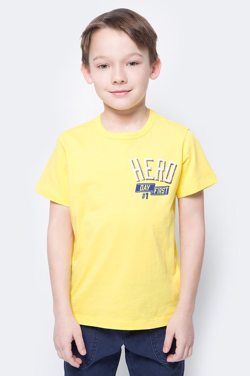 Футболка для мальчика United Colors of Benetton, цвет: желтый. 3096C13HE_35R. Размер 1603096C13HE_35RФутболка от United Colors of Benetton выполнена из натурального хлопкового трикотажа. Модель с короткими рукавами и круглым вырезом горловины на спереди оформлена принтованной надписью.